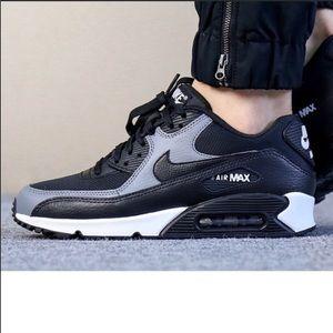 💘 New💘 NIKE black/grey Air Max 90 ~ sz 9